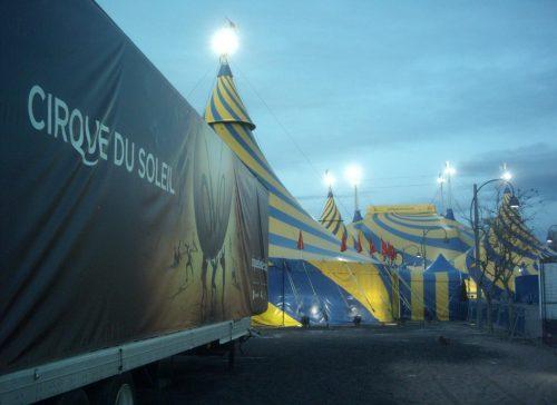 Entrada del Cirque du Soleil dónde se puede leer su naming