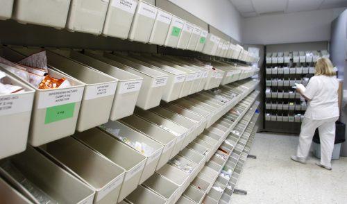 Farmacia con nombres de medicamentos