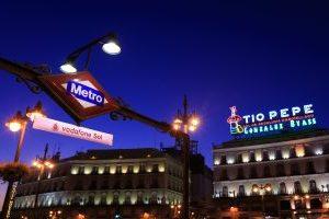 naming rights en entrada a la estación Sol del Metro de Madrid
